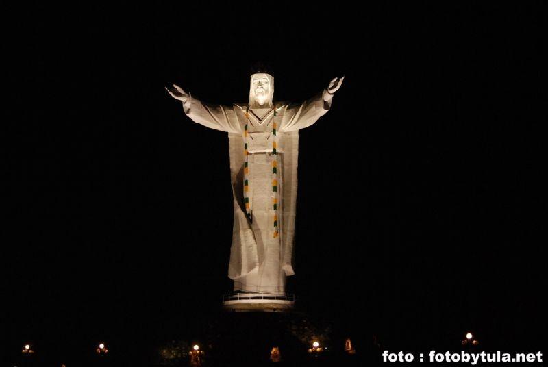 falubas jesus statue scarf poland