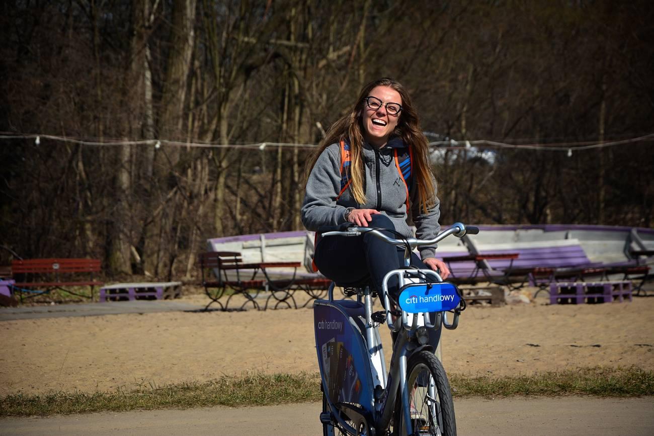warszawa citybike veturillo warsaw girl on a bike